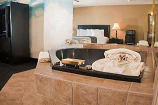 Jacuzzi Themed King Room