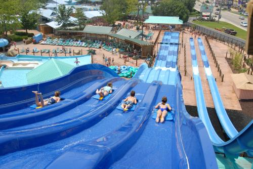 e68962aae6a When it comes to outdoor water parks, there really is only one in Branson and  that is White Water. You will have hours of fun with all that exploring  this ...