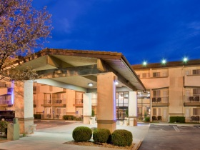 Holiday Inn Express & Suites 76 Central in Branson, MO