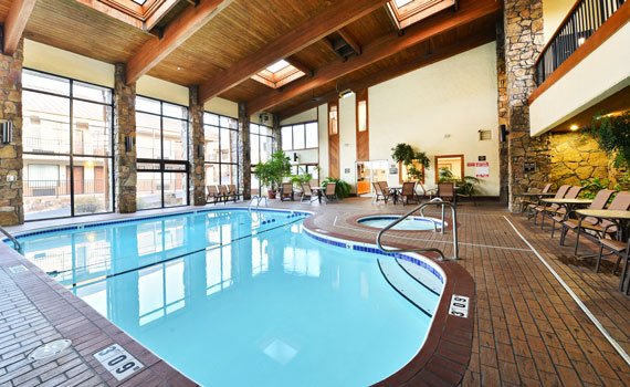 Best western center pointe inn branson lodging branson for Branson mo cabins with indoor pool