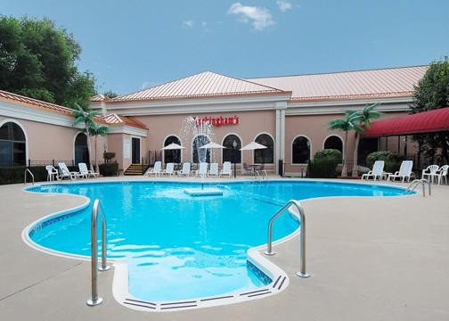 Clarion hotel branson mo for Branson mo cabins with indoor pool