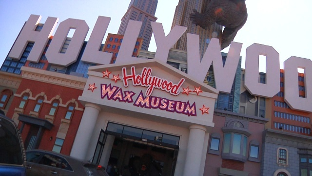 The Hollywood Wax Museum is the main attraction of the property, known as the Hollywood Entertainment Center. In addition to the wax museum, on-site you will also find Hannah's Maze of Mirrors, Shoot for the Stars mini-golf course, and the Castle of Chaos (a 5D interactive thrill ride).